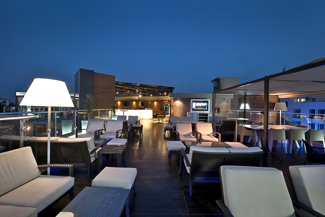 RUE80 Rooftop bar area